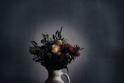 flores funerarias, flores para difuntos, enviar centros de flores a tanatorio, flores de condolencias